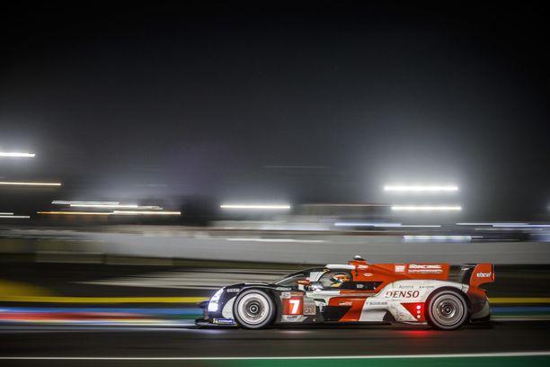 Toyotan auto #7 otti ensimmäisen voittonsa Le Mansissa.
