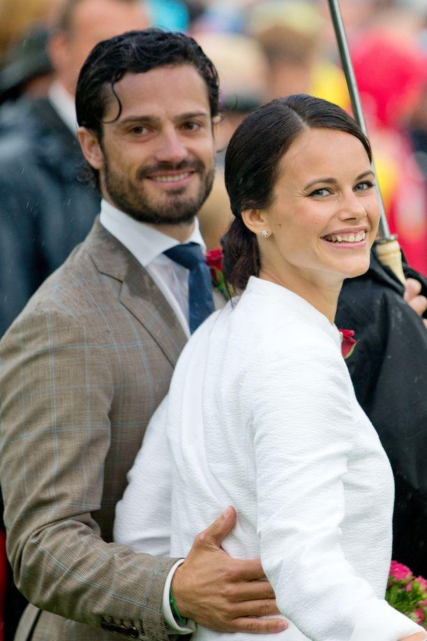 Kesä 2014. Vierellä Sofia Hellqvist. Pariskunta kihlautui kesäkuussa 2014. Sittemmin Sofiasta tuli prinsessa.