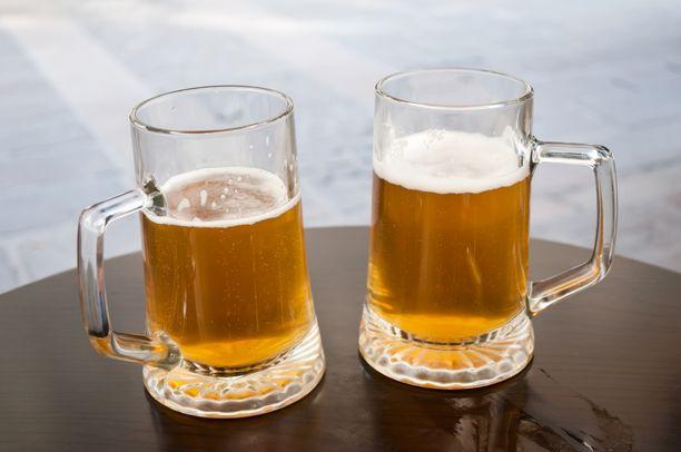 Kymmenen miljoonaa litraa olutta joutuu viemäriin. Kuvituskuva.