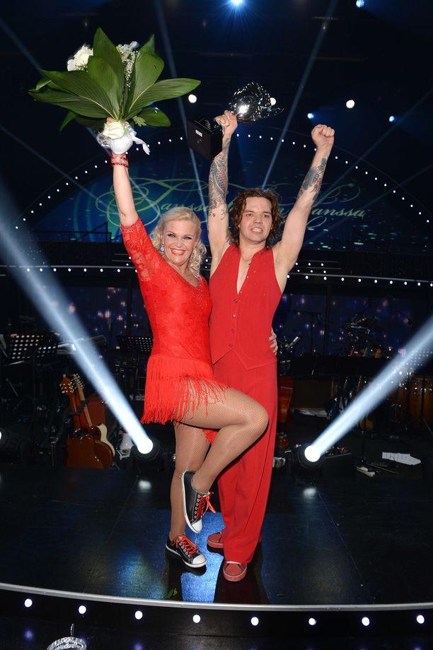 Raakel ja Jani tuulettivat voittoaan vuonna 2013.