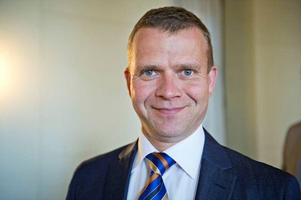 Nykyinen maa- ja metsätalousministeri, kokoomuksen Petteri Orpo, 45, saa varsinaissuomalaisena jatkaa ministerinä mutta ottaa hoitaakseen jonkin toisen salkun.