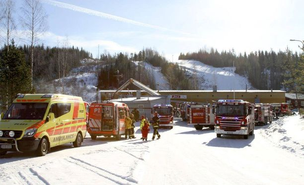 Palo sai alkunsa pannuhuoneesta, mistä se levisi kattorakenteisiin.