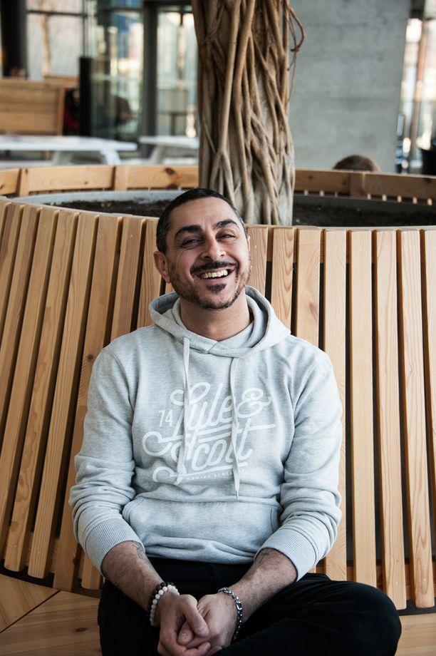 Arman Alizad kuvailee uutta sarjaansa kaunistelemattomaksi ja raa'aksi.
