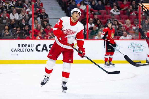 Detroit Red Wingsin Valtteri Filppula sai tällä kaudella kasaan uransa tuhannen runkosarjaottelun. Jatkuuko hyökkääjän ura vielä tällä kaudella taalaliigassa?