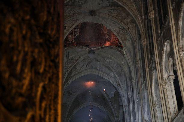 Tältä Notre Damen kirkon katto näyttää massiivisen palon jäljiltä