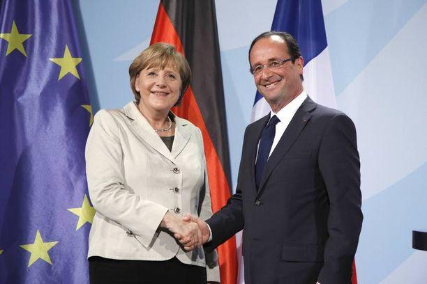 Liittokansleri Angela Merkel – ja samalla Suomi – näyttää joutuvan alakynteen, kun euron pelastuskeinoja tarkistetaan.
