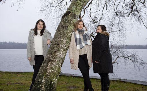 """""""Meillä kaikilla on silarit"""" – kun äiti sairastui syöpään, kolme siskoa Teea, Tiia ja Tara poistattivat rintansa"""