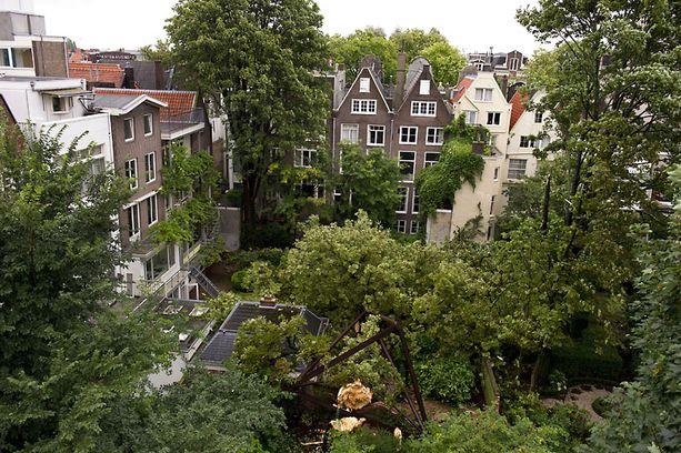 Tällainen näkymä Anne Frankin piilopaikasta avautui.