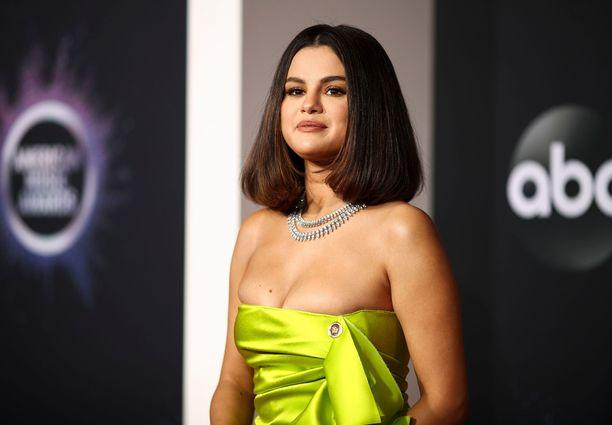 Selena Gomezille varhain maanantaina Suomen aikaa käynnistynyt American Music Awards on ensimmäinen gaalaesiintyminen tänä vuonna.