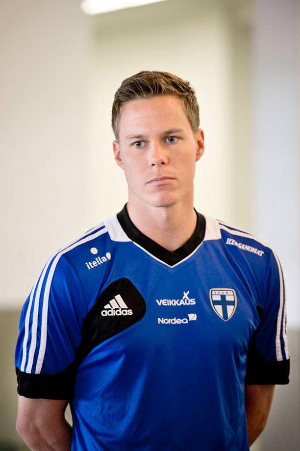 Niklas Moisander pelaa Huuhkajien kapteenina Turussa.
