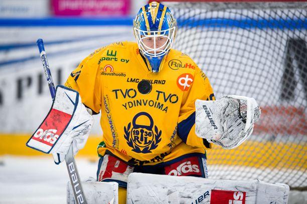 Lukko-vahti Lassi Lehtinen teki lauantaina maalin TPS:ää vastaan.