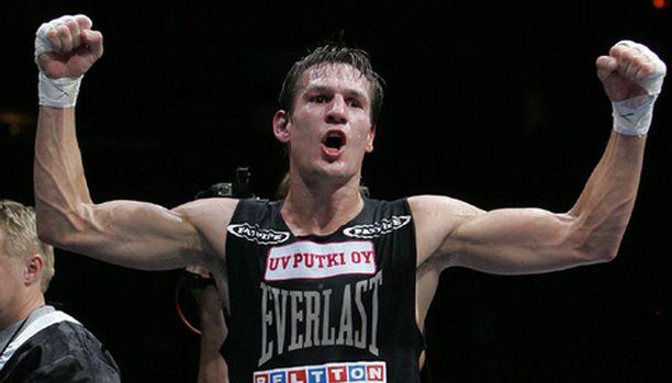 Amin Asikainen puolusti mestaruuttaan menestyksekkäästi Saksan Alexander Siposia vastaan.