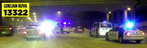 Lauttasaaren liittymän kohdalla tapahtunut kolari aiheutti valtavat jonot Espoon suunnan liikenteelle.
