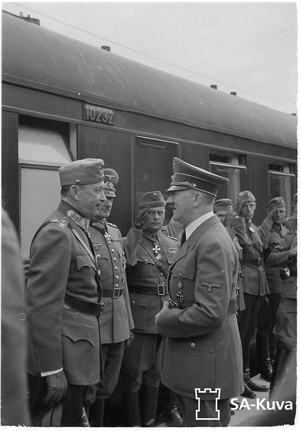 Mannerheim seurueineen vieraili Saksassa ja tapasi Hitlerin.
