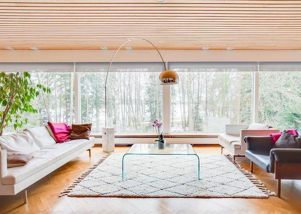 Arkkitehti Aarne Ervin edustusasunnoksi suunnittelema rivitalokoti valmistui vuonna 1965 Espoon Tapiolaan.