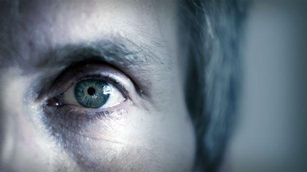 Parisuhdeväkivallan uhriksi joutunut mies jää usein yksin, minkä lisäksi häntä saatetaan pilkata ja häneen saatetaan suhtautua epäuskoisesti.