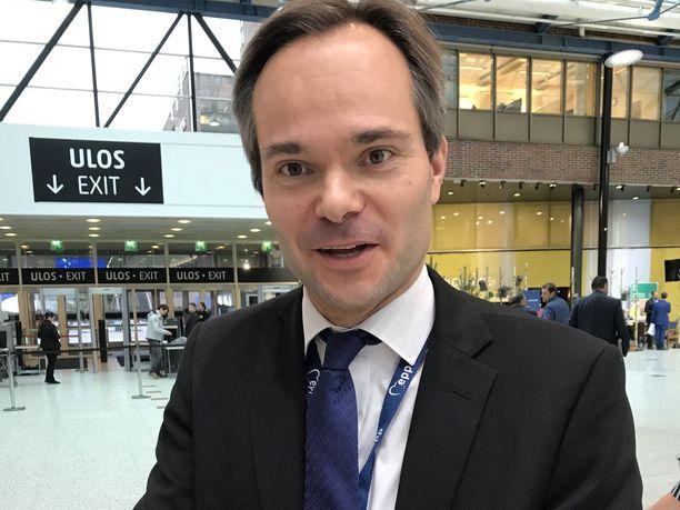 Sisäministeri Kai Mykkänen (kok) patistaa EU:ta vauhdittamaan turvapaikkapolitiikan uudistamista.