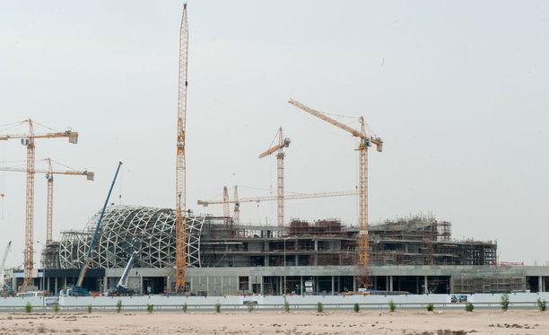 Qatarin MM-areenoiden työmailla on havaittu vakavia rikkomuksia.