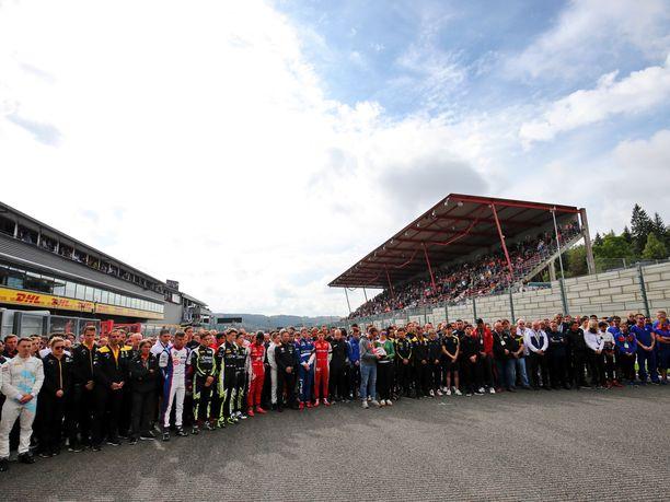 Spassa järjestettiin hiljainen hetki ennen F3-kilpailua.