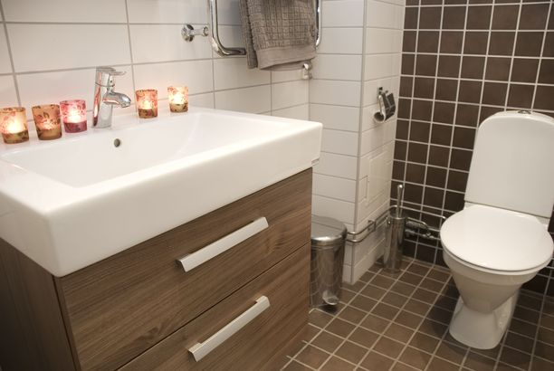 Asiantuntijan mukaan kylpyhuoneremontissa ja -suunnittelussa miehiä kiinnostaa erityisesti käytännölliset ratkaisut ja laitteet sisustuksen sijaan,