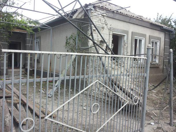 Tässä talossa asunut pariskunta menehtyi viime yönä, kun suuri ammus osui taloon.