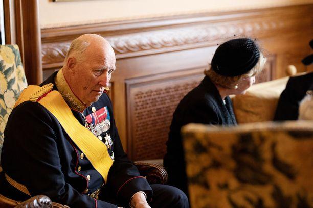 Kuningas Harald on sairaslomalla jalkaleikkauksen takia.