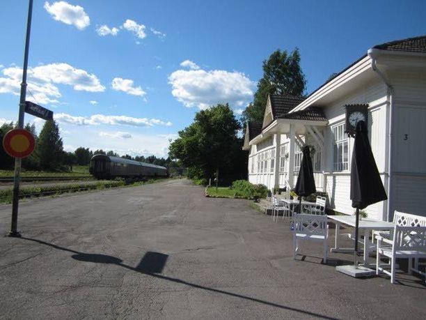 Nostalginen taajamajuna kulkee Joensuusta Pieksämäelle.
