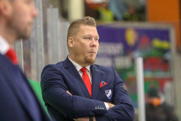 Jarno Pikkarainen komensi HIFK:ta ensi kertaa päävalmentajana perjantaina Kouvolassa.