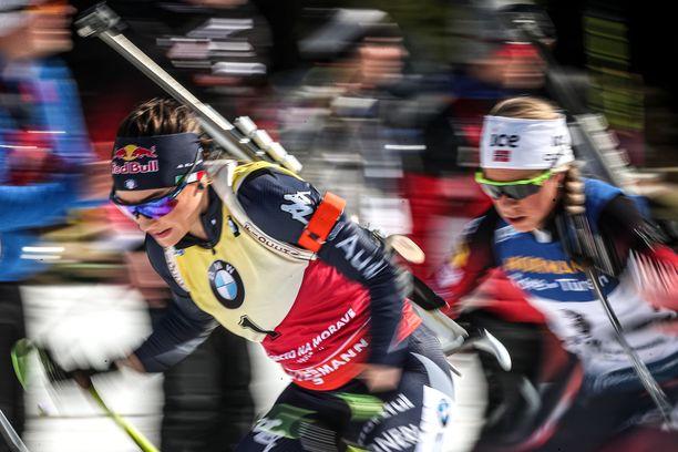 Dorothea Wierer kukisti Tiril Eckhoffin taistelussa maailmancupin kokonaiskilpailun voitosta.