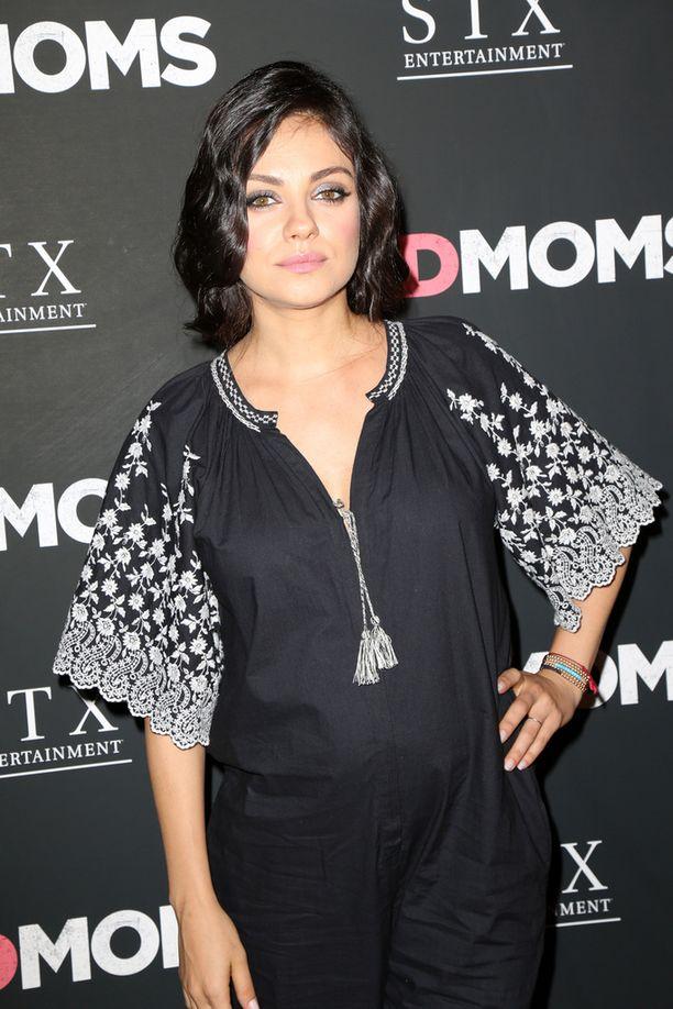 Mila Kunis odottaa toista lastaan. Hänen uusi elokuvansa on komedia Bad Moms.