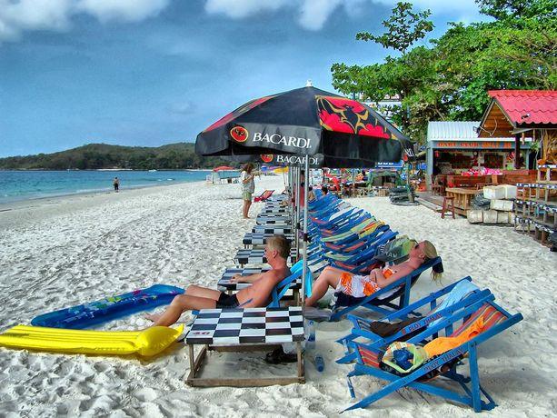 Muovin suursiivous aloitettiin suositun lomasaaren Koh Samuin rannoilta.