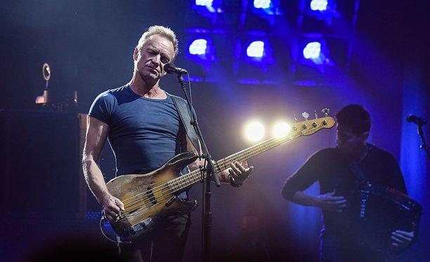 Muusikko Sting esiintymässä Helsingissä 28.9.2017.