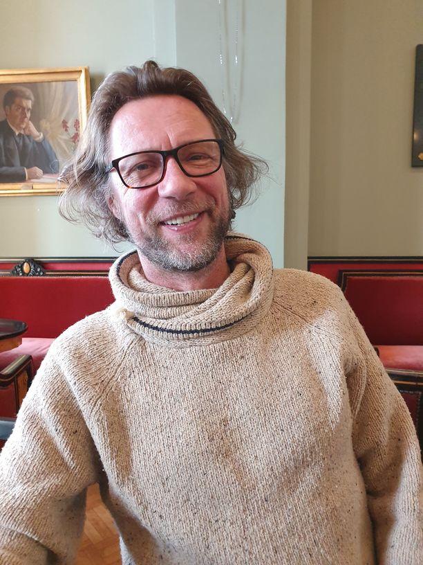 Antti Reini paljastaa harrastavansa vapaa-aikana padelia.