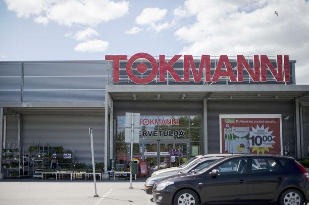 Äidin mukaan poika osti kaasupullot Tokmanni-tavaratalosta. Kuvituskuvassa ketjun Hämeenkyrön-myymälä.