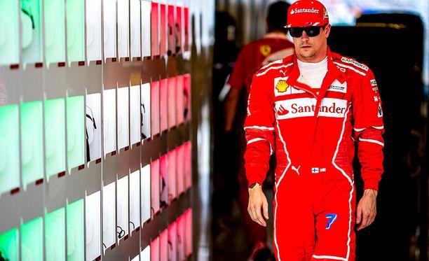 38-vuotias Kimi Räikkönen valmistautuu jo uransa 16. F1-kauteen. Ferrarin ratissa Räikkönen on ajanut peräti seitsemällä kaudella.