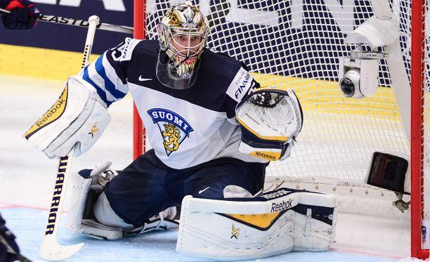 Aleksander Barkov on todella tyytyväinen, että Pekka Rinne pelaa Suomen maalissa.