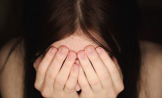 Oikeus salasi kaikki pöytäkirjat 60 vuodeksi uhrin yksityiselämään liittyvien erityisen arkaluonteisten seikkojen vuoksi.