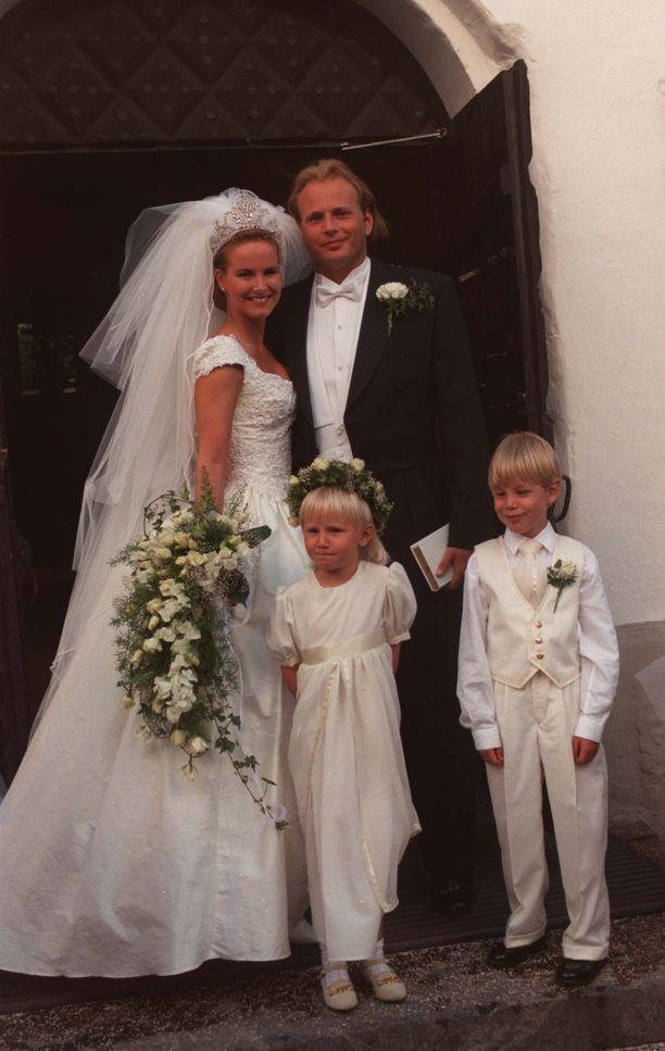 Nina Björnström ja Mika Lehtonen vihittiin vuonna 1996. He ovat olleet naimisissa 23 vuotta.