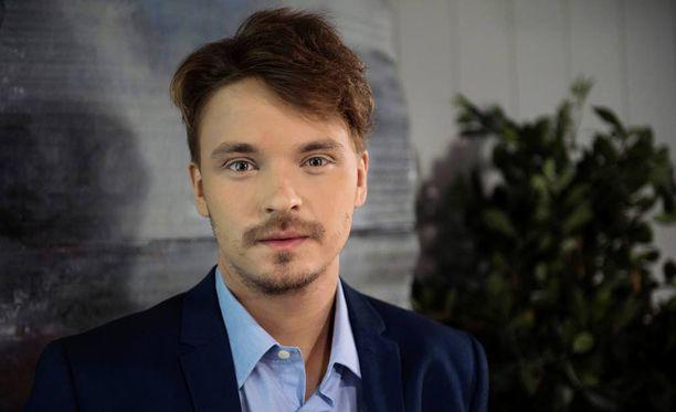 Roope Salminen esittää itseään Ismo Leikolan uutuussarjassa. Salminen valmistautuu parhaillaan syksyn musikaalirooliinsa.