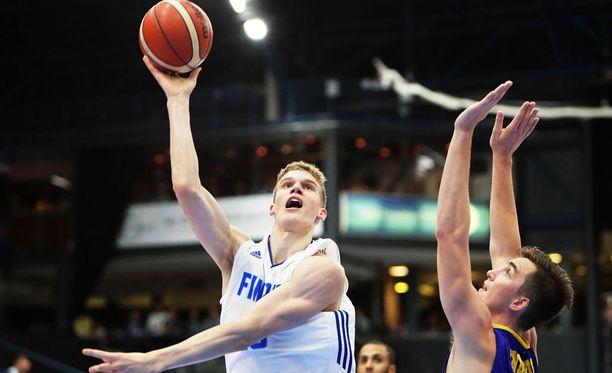 Lauri Markkasesta (vasemmalla) tulee erittäin todennäköisesti Suomen koripallohistorian korkein NBA-varaus.
