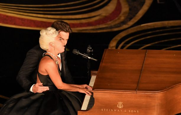 Lady Gaga ja Bradley Cooper tunnelmoivat dueton muodossa.