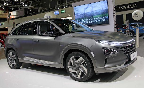Vetyauto, tai polttokennoauto, miten vaan. Hyundai Nexo on käymässä Suomessa.