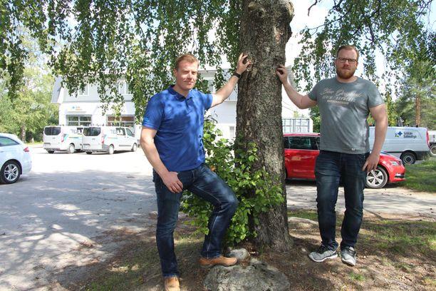 Telilän Sähkötyön toimitusjohtaja Pekka Telilä (vas.) ja projektipäällikkö Antti Telilä ovat lähteneet mukaan perheyrityksen painonpudotushaasteeseen. Haaste 10 prosentin painonpudotuksesta on heitetty yrityksen koko henkilöstölle.