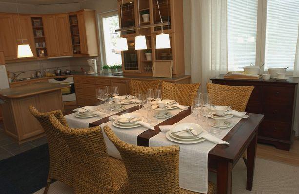 Tältä näytti trendikäs keittiö 2000-luvun alussa.