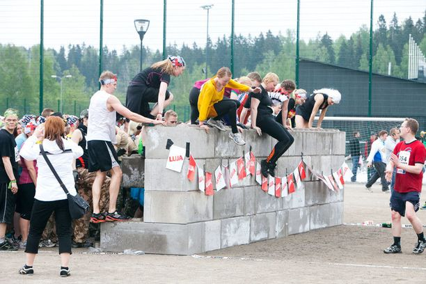 Extreme Runin voi juosta läpi joko hupi- tai kilpaluokassa. Kilpailun maksimisuoritusaika on kolme tuntia. Osallistujien ajat otetaan talteen juoksukenkään sijoitettavan mikrosirun avulla.