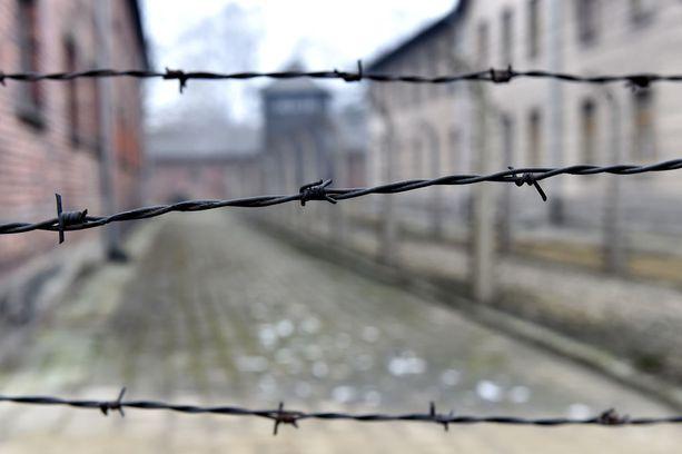 Puolan rooli toisen maailmansodan aikana on nousseet viime aikoina esiin. Natsit perustivat Puolaan keskitysleirejä vuonna 1939.