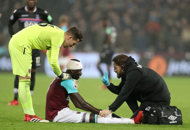 Mahdollinen aivotärähdys täytyy testata huolellisesti. Valioliigaseura West Hamin pelaaja Cheikhou Kouyaten tila tarkistettiin ottelussa Crystal Palacea vastaan tammikuussa.