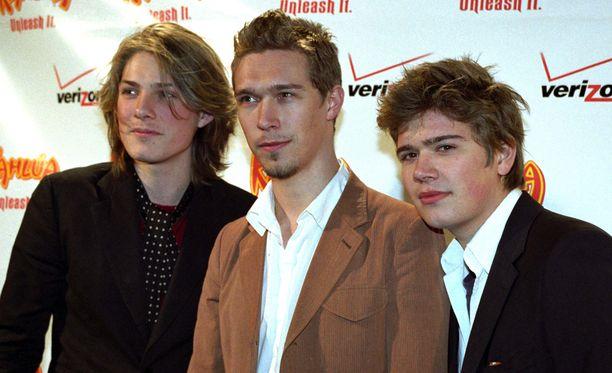 Hanson poseeraa kuvassa vuonna 2004.