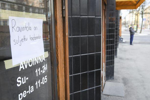 Koronavirus on katkaissut ravintolabisneksen Helsingissä.