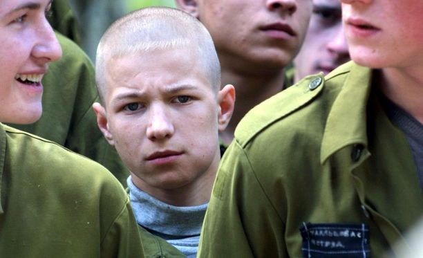 Venäläisiä vankeja vuonna 2002 Možaiskin vankileirillä. Kuvituskuva.